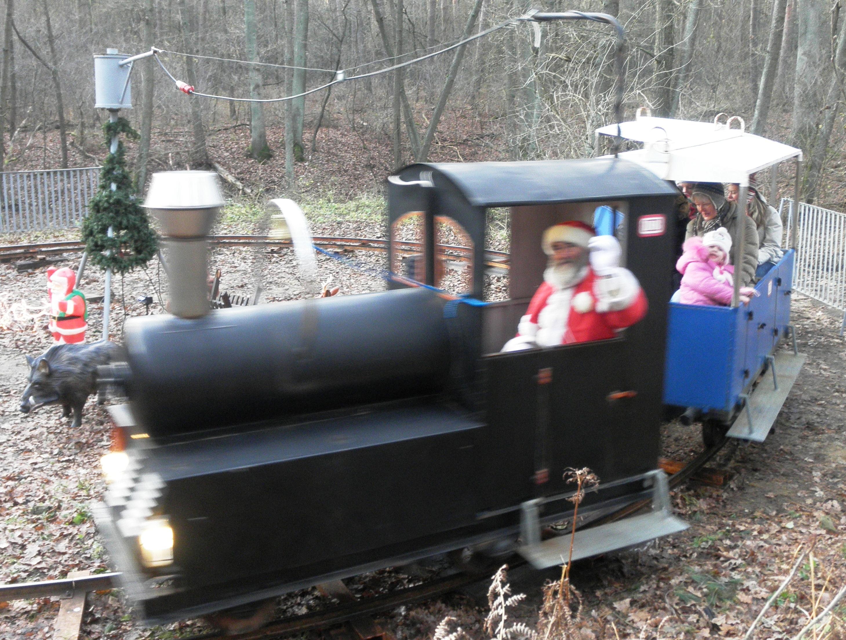 Eisenbahn Weihnachtsdeko.Möllensdorfer Wald Weihnachtsmarkt
